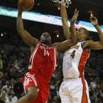 Houston-Rockets-Carl-Landry-shot-in-leg